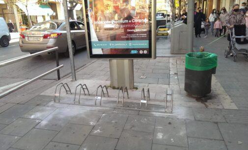 Villena instala nuevos aparcabicis