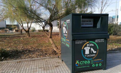 La Concejalía de Limpieza Viaria instala 32 nuevos contenedores de recogida textil