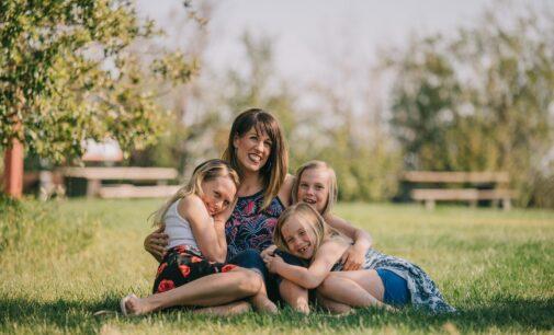 Oltra destaca un incremento del 40% en el número de títulos de familia numerosa emitidos en cinco años