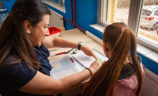 Educación refuerza el programa contra el absentismo escolar en el Santa Teresa, Navarro Santafé y Ruperto Chapí