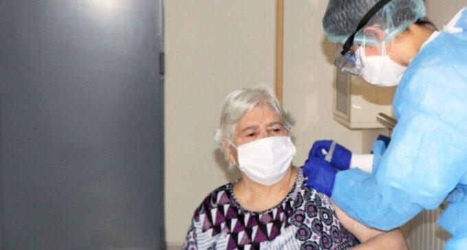 Conselleria de Igualdad pide que se vacune a las personas cuidadoras junto a los dependientes a su cargo