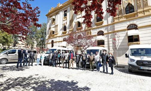 Diputación entrega un vehículo adaptado a la asociación de Alzheimer de Villena