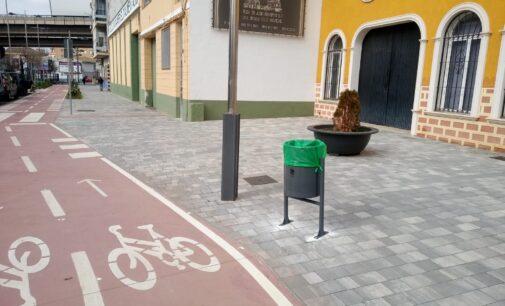 La Concejalía de Limpieza invierte 25.000 euros en renovar papeleras y contenedores de reciclaje