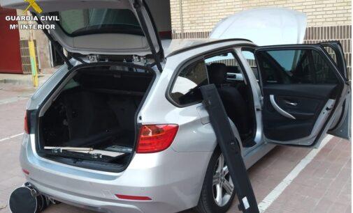 La Guardia Civil incauta una pistola escondida en un maletero en Villena