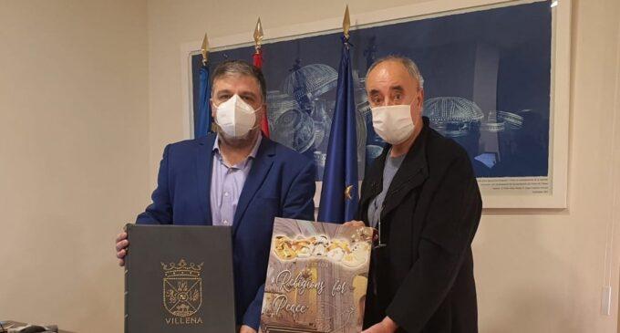 Guillén publica un libro sobre Villena y el calzado que viajará al Vaticano