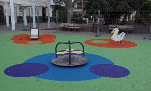 Parques y Jardines renueva la zona de juegos del Paseo Chapí