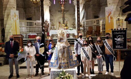 """La Morenica luce el nuevo """"Manto del Voto"""" donado por los Estudiantes y la familia Martínez Rodríguez"""