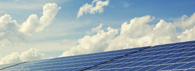 El PSOE rechaza la propuesta de  Los Verdes de paralizar las licencias de  instalación de fotovoltaicas