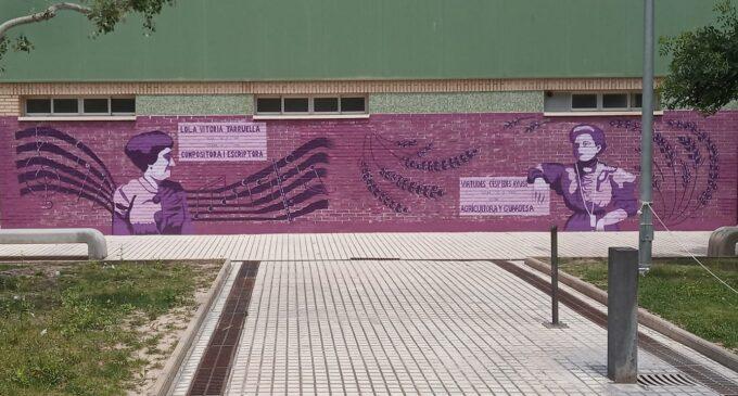 El IES Navarro Santafé estrena mural dedicado a dos villeneras del siglo XIX.