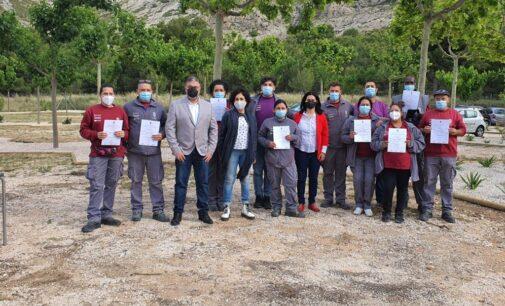 El alcalde cierra el primer ciclo del taller Et Formen que ha formado a 10 personas en jardinería