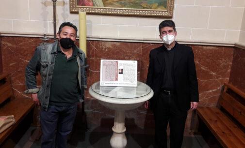 Placa conmemorativa con la transcripción de la partida de bautismo de Chapí
