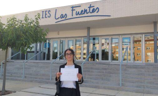 """Radia Ramdani El Barnusi del IES Las Fuentes gana el concurso nacional """"Una Constitución para todos"""""""