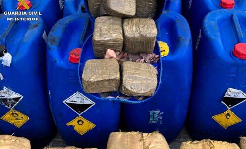 La Guardia Civil incauta 2,5 toneladas de hachís de un yate en Santa Pola