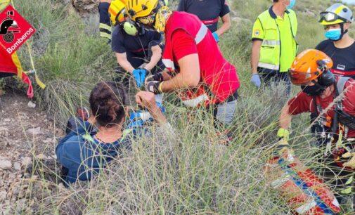 Los bomberos rescatan a un parapentista