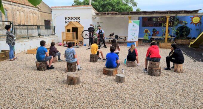 Villena organiza un taller de reparación de bicicletas
