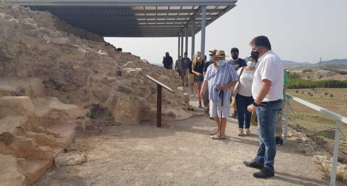 Un hacha de bronce, el objeto más singular hallado este año en el yacimiento Cabezo Redondo
