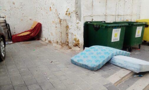 La gestión del gobierno según el PP se reduce a calles sucias, parques precintados y fuentes rotas