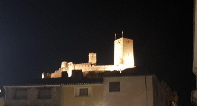 Biar ilumina el castillo con 20 proyectores LED para ahorrar energía